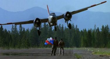 「 オールウェイズ 」は、壊すものから人を導くものへ生まれ変わった爆撃機を中心に描く人生の再生ドラマ