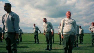 フルメタル・ジャケットは、ベトナム戦争下の若い兵士の葛藤を描いたチョイ切れ戦争映画だ