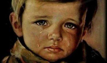 すべてを焼き尽くす「泣く少年」の絵画