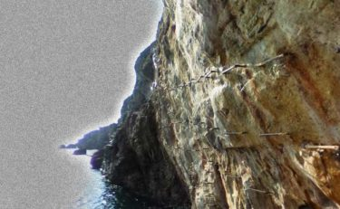 自殺者の亡者が蠢く断崖絶壁。和歌山県白浜町の「三段壁」